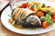 Ryba w całości z piekarnika. Wygląda bosko, smakuje rewelacyjnie [PRZEPIS] — Kulinarna Polska | Gotowanie i jedzenie Turkey, Cooking Recipes, Chicken, Food, Zero Waste, Inspiration, Diet, Recipes, Pisces