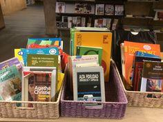 Estos son alguno de los títulos que esta semana tenemos en el mercadillo de libros en la Biblioteca y que organiza la Asociación de Amigos