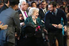 Pin for Later: 12 Past Moments That Made the People's Choice Awards Worth Watching  That amazing moment when Chris Evans — who definitely made 2015's show worth watching — escorted Betty White to the stage.