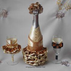 Personalized Wine Bottles, Custom Bottles, Custom Glass, Wine Bottle Art, Diy Bottle, Wine Bottle Crafts, Bridal Wine Glasses, Wedding Glasses, Wedding Wine Bottles