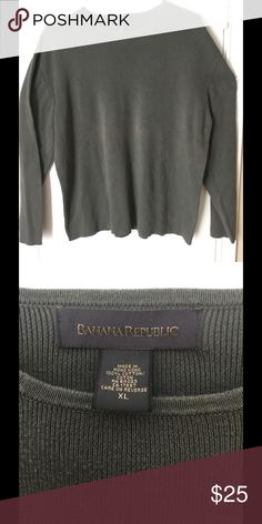 Banana Republic Men's Crew Neck Sweater Banana Republic Men's Crewneck Sweater. Size is extra large and color is a slate gray. Sweater is in really good shape and looks great with jeans and sneakers. Pet free smoke free home. Next day shipping. Banana Republic Sweaters Crewneck