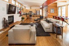 wohnzimmer mit küche offene wohnbereiche holzboden holzküche