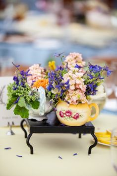 Mini tea pots filled with flowers, LOVE it!