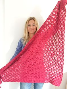 Shawl Patterns 507217976781153251 - Châle South bay shawlette francais Source by martineplouguer Poncho Crochet, Patron Crochet, Crochet Stitches, Crochet Patterns, Plaid Crochet, Shawl Patterns, Crochet Squares, Crochet Gratis, Diy Crochet
