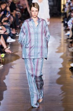 Pin for Later: Stella McCartney Shows Her Soft Side For Spring 2015 Stella McCartney Spring 2015