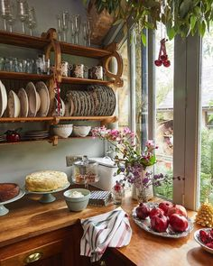 Outdoors Discover Casa cottage Amanda Brooks Zara Home Navidad Cozinha Shabby Chic Shabby Chic Kitchen Vintage Kitchen Kitchen Dining Kitchen Decor Cozy Kitchen Zara Home Kitchen Old Farmhouse Kitchen Rustic Country Kitchens Küchen Design, House Design, Cottage Design, Wood Design, Sweet Home, Cozy House, Grandma's House, My Dream Home, Home Kitchens