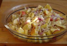Savanyú káposzta saláta recept képpel. Hozzávalók és az elkészítés részletes leírása. A savanyú káposzta saláta elkészítési ideje: 10 perc Potato Salad, Chicken Recipes, Cabbage, Salads, Bbq, Tasty, Vegetables, Health, Ethnic Recipes