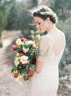 Photography : Heather Hawkins | Floral Design : Bows And Arrows Read More on SMP: http://www.stylemepretty.com/2015/06/10/southwestern-floral-inspiration-from-bows-arrows-workshop/