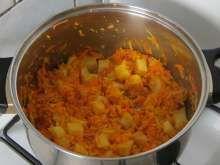 Jesenná zeleninová polievka • Recept | svetvomne.sk Curry, Ethnic Recipes, Food, Curries, Essen, Meals, Yemek, Eten