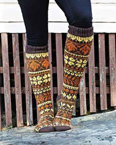 Syysmetsän sukat – kirjoneulesukat Niina Laitisen ohjeella | Meillä kotona Fair Isle Knitting, Knitting Socks, Knit Socks, Rainbow Dog, Leg Warmers, Mittens, Lana, Handicraft, Knitting Patterns