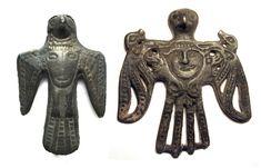 Бронзовая птица — средневековый потомок кулайских пластин. Подобные изображения во второй половине 1-го тыс. н. э. становятся популярным сюжетом таёжного искусства.