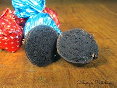Blessy's Kitchen: Christmas Cookie Balls (Oreo Truffles) http://www.blessyskitchen.com/2013/12/christmas-cookie-balls.html