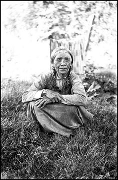 Native American woman Mahalia, 114 years old, photographed by Lee Pickett, 1912.