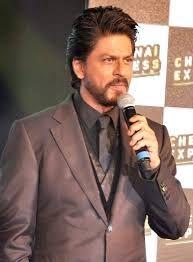 Shah Rukh Khan promos for Chennai Express Bollywood Actors, Bollywood Celebrities, Shah Rukh Khan Movies, Soha Ali Khan, Chennai Express, 2015 Tv, New Year Special, Karan Johar, Actor Picture