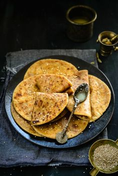 Til Gud Poli is a sweet chapatti/flatbread that is typically prepared during Makar Sankranthi. It is sweet, soft, delicious and best enjoyed with ghee. Veg Recipes, Indian Food Recipes, Sweet Recipes, Diwali Recipes, Bread Recipes, Dessert Recipes For Kids, Healthy Dessert Recipes, Poli Recipe, Maharashtrian Recipes