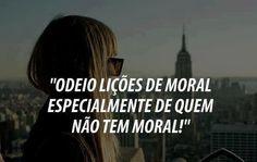Odeio lições de moral especialmente de quem não tem moral! (Frases para Face)