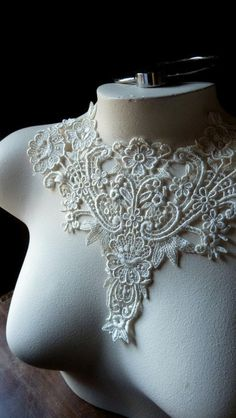 Lace Applique Old Stock in Ivory Venise Lace for Jewelry Supply, Altered Clothing, Sewing, Costume Design IA 748