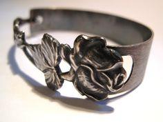 Laurase design bracelet out of a silver spoon. Silver Spoons, Handmade Accessories, Bracelet Designs, Bracelet Making, Bling Bling, Rings For Men, Crafting, Bracelets, Jewelry