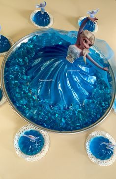 Gelatina princesa Elsa o Anna. En 3 leches Jello Desserts, Jello Recipes, Frozen Themed Birthday Party, Birthday Parties, Frozen Party Food, Sofia Cake, 3d Jelly Cake, Frozen Elsa And Anna, Wedding Gift Wrapping