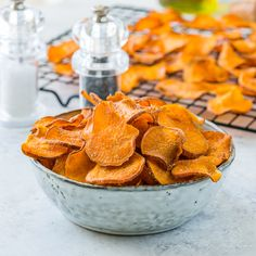 Baked Sweet Potato Chips are Perfect for Your Savory Cravings! - Clean Food Crush Baked Sweet Potato Chips are Perfect for Your Savory Cravings! Crispy Sweet Potato Chips, Twice Baked Sweet Potatoes, Sweet Potato Slices, Clean Eating Kids, Clean Eating Desserts, Bread Appetizers, Food Crush, Healthy Snacks, Healthy Eats