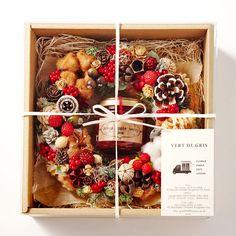 食べたくなるような木の実とベリーをふんだんに使用したクリスマスリースです。ジャムは、クリスマスシーズンに人気のりんごを使用した「ベイクドアップルベリージャム」。見た目も赤がかわいいジャムです。