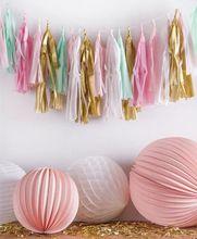ミントピンクとゴールドフリンジタッセル花輪装飾
