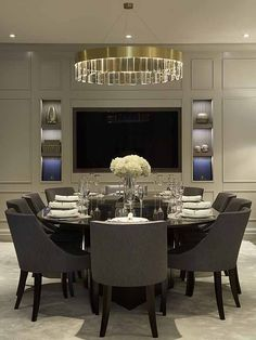 Take a look at this stunning dining room and fall in love | www.delightfull.eu #uniquelamps #lightingdesign #diningroom #interiordesign #modernhomelighting
