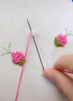 Hand Embroidery Patterns Flowers, Basic Embroidery Stitches, Hand Embroidery Videos, Embroidery Stitches Tutorial, Embroidery Flowers Pattern, Creative Embroidery, Simple Embroidery, Silk Ribbon Embroidery, Crewel Embroidery