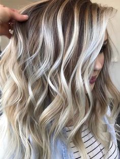 haar 2019 Fantastic shades of balayage hair colors and highlights for women to wear nowadays for more hot and modern look. Nowadays, balayage has become one of the most liked hair colors that you may also sport for obsessed look. Hair Color Highlights, Ombre Hair Color, Hair Color Balayage, Cool Hair Color, Blonde Bayalage, Heavy Blonde Highlights, Hot Hair Colors, Hair Colors For Blondes, Blonde Fall Hair Color
