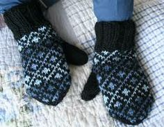 kirjoneule tumput - Google-haku Knit Mittens, Knitting Socks, Knit Socks, Wrist Warmers, Handicraft, Fingerless Gloves, Diy Crafts, Crafty, Crochet