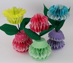 DIY: Papierblumen in Wabenoptik