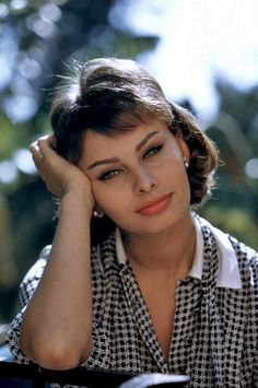 vintage everyday: Classic Beauty Icon of Italy – 36 Stunning Color Photos of Sophia Loren in the 1950s and 1960s
