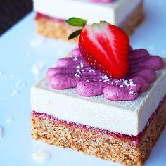 Raw Vegan Strawberries and Cream Cheezecakes via Blendlove!