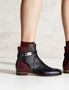 Pin by Risa Hirako on 靴 in 2019 Cute Womens Shoes, Womens Shoes Wedges, Comfy Shoes, Casual Shoes, Trendy Shoes, Comfortable Shoes, Hermes Boots, Sneakers Fashion, Fashion Shoes