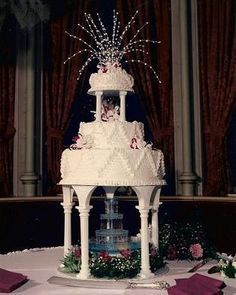 Do you prefer wedding cakes with fountains? How about a Las Vegas fountain wedding cake? If you like a little flash than this may be the right cake for you. Extravagant Wedding Cakes, Small Wedding Cakes, Beautiful Wedding Cakes, Wedding Cake Designs, Wedding Cake Toppers, Beautiful Cakes, Wedding Ideas, Dream Wedding, Wedding 2017