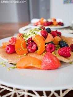 Sunday brunch – Gluten free feta, summer fruit & pistachio pancakes