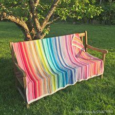 DIY – Färgglad v-stitchpläd i Catania Picnic Blanket, Outdoor Blanket, Catania, Cushions, Pillows, Namaste, Crochet Patterns, Embroidery, Knitting