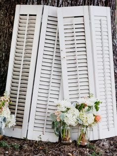 would love to use old shutters as part of decor wedding. boda.vintage. old shutters. persianas antiguas. decoration. decoración