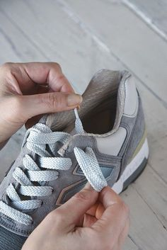 Ways To Lace Shoes, How To Tie Shoes, Creative Shoes, Nike Huarache, Fashion Details, Spring Summer Fashion, Casual Shoes, Fashion Shoes, Dress Shoes