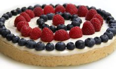 Patriotic Cookie Pizza from C'est La Vegan---this would be pretty for a of July party! Vegan Sweets, Healthy Desserts, Patriotic Desserts, Cookie Pizza, Vegan Foods, Vegan Recipes, Dessert Pizza, Vegan Main Dishes, Man Food
