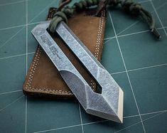 knife making essential tools Cool Knives, Knives And Tools, Knives And Swords, Trench Knife, Armas Ninja, Neck Knife, Best Pocket Knife, Pocket Knives, Knife Sharpening