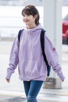 6 IU Fashion Outfits That Embody The Korean College Girl Look Iu Fashion, Korean Fashion, Fashion Outfits, College Girls, College Outfits, College Girl Fashion, Outfit Invierno, Korean Actresses, Airport Style