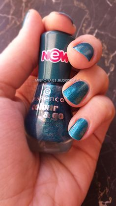 COLOR DAY - Essence 171 Galactic Glam http://miekonails.blogspot.it/2014/08/color-day-essence-171-galactic-glam.html