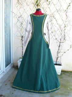 Robe médiévale par Frejyan - thread&needles Burda 7977