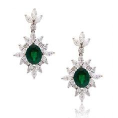 Catawiki online auction house: Venus Emerald and Diamond Drop Earrings 18kt- Emerald 3.16 ct pear cut green colour - Diamond 2.73ct marquise H/VS-length 3.5 cm