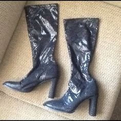 STEVE MADDEN FULL BLACK PYTHON SNAKESKIN  BOOTS Steve Madden sz 8.5, black shiny python boots. Fit like go go boots.  Amazing!  Nice preowned condition.. Will ship right away, CHECK OUT MY OTHER AMAZING ITEMS Steve Madden Shoes