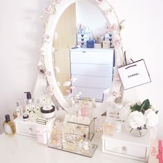 Beautiful and glamorous vanity and makeup storage Pink Bedrooms, Girls Bedroom, White Room Decor, Bedroom Decor, Makeup Vanity Decor, Dresser, Kawaii Room, Pretty Bedroom, Furnished Apartment
