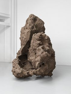 Anish Kapoor, Place Under, 2016 – Resin and earth, 324×238×41