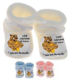 Une jolie paire de chaussons naissance pour bébé.