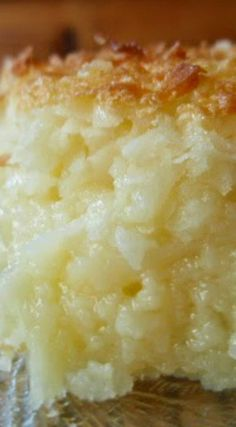 Possibly Impossible Pie (Impossible Coconut Pie) I have made this pie for years and really love it.Such a fast way to have pie without fooling with a crust.A real time saving recipe.Its delicious. Kokos Desserts, Coconut Desserts, Coconut Recipes, Köstliche Desserts, Delicious Desserts, Best Coconut Pie Recipe, Crustless Coconut Pie Recipe, Sweet Recipes, Cake Recipes